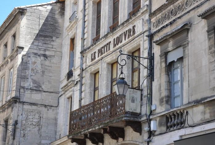 Visiter Avignon en une journée - les jolies rues du centre ville