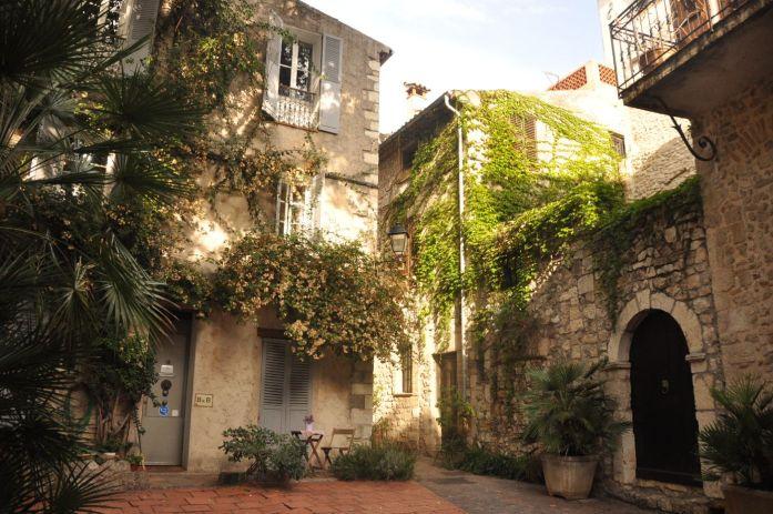 Vieille ville d'Antibes - Blog La Marinière en Voyage