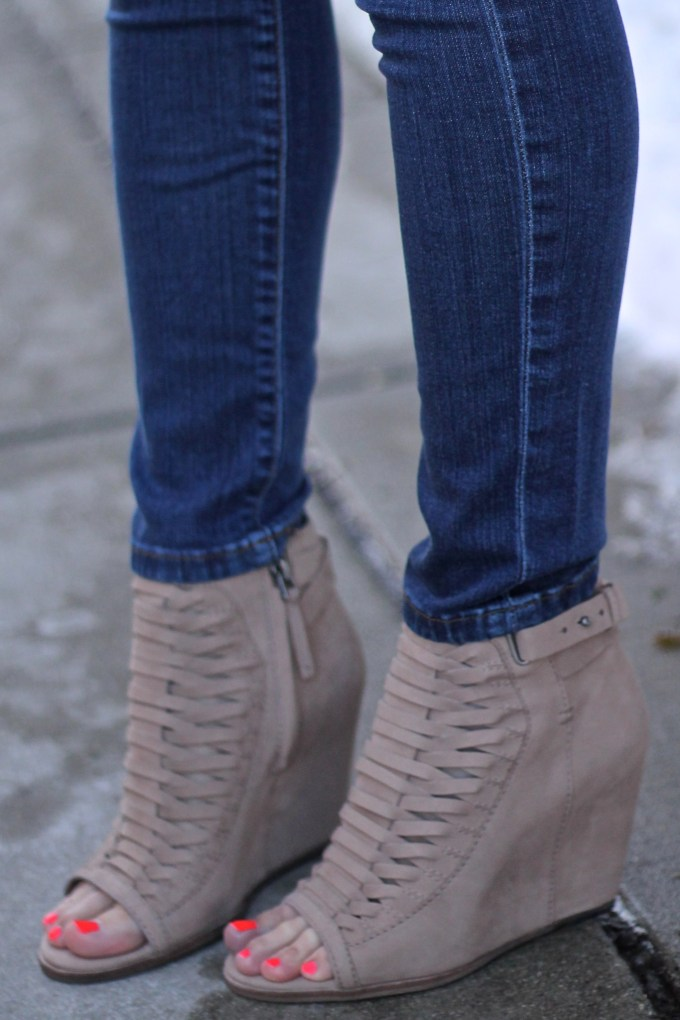 DOlce Vita Lace-Up Peep-toe Khaki Suede Nadia Booties