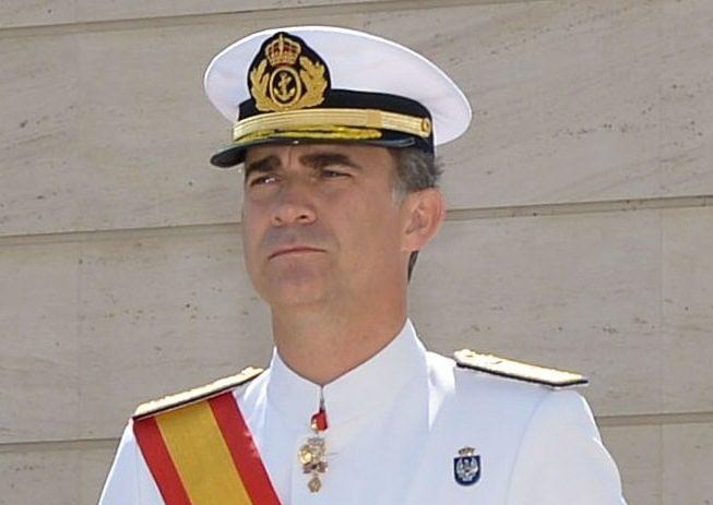 El rey, con uniforme de gala de la Armada, en su función de capitán general. Foto: Wikipedia