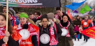 Manifestación de los trabajadores y trabajadoras de BMW en Regensburg (Alemania) por la reducción de jornada. Febrero de 2015. Foto. IG Metal Juventud.