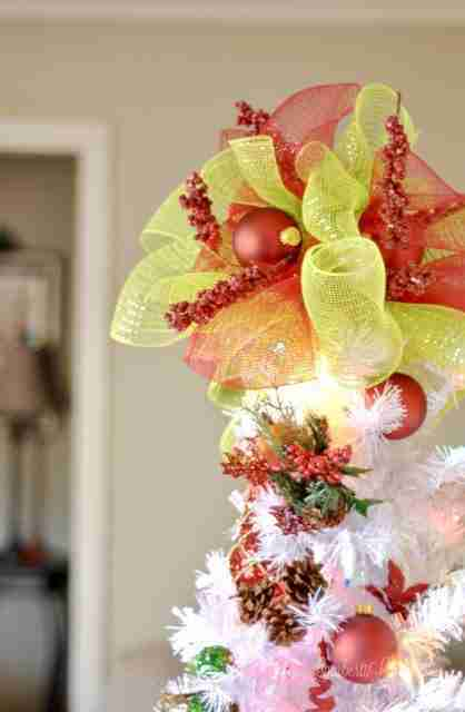 This is one of the best ideas for a DIY Christmas Tree Topper I've ever seen! She uses a plastic cup as a base...such an inexpensive project!
