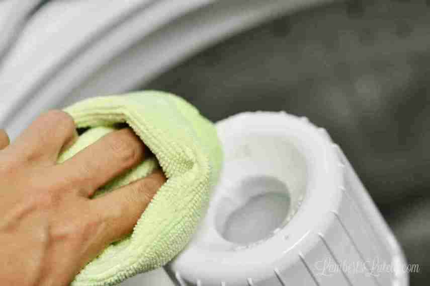 This tutorial uses non-toxic ingredients (like vinegar and baking soda) to naturally clean the drum of a top loader washing machine with ease! Great way to DIY the washer cleaning process.