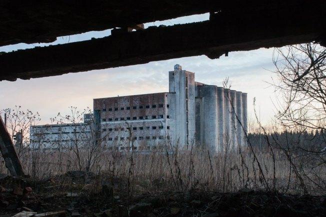 Заброшенный элеватор в посёлке Лесогорском. Изображение № 3.