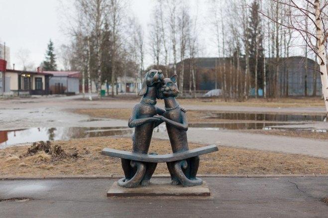 Лавка примирения в парке Светогорска, созданная на деньги местных предпринимателей. Изображение № 9.