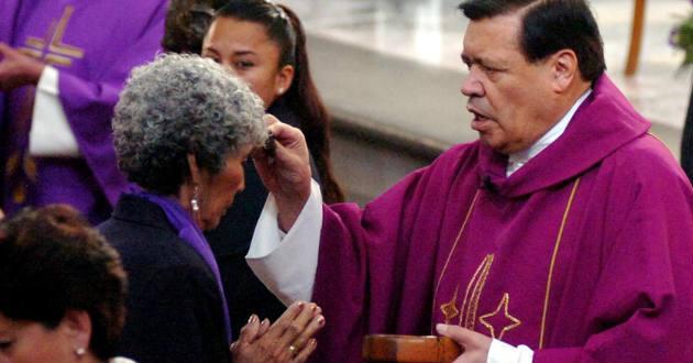 Resultado de imagen para obispo norberto rivera  misa