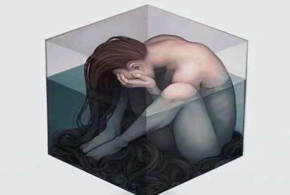 Ragazza-triste-in-un-cubo-d'acqua