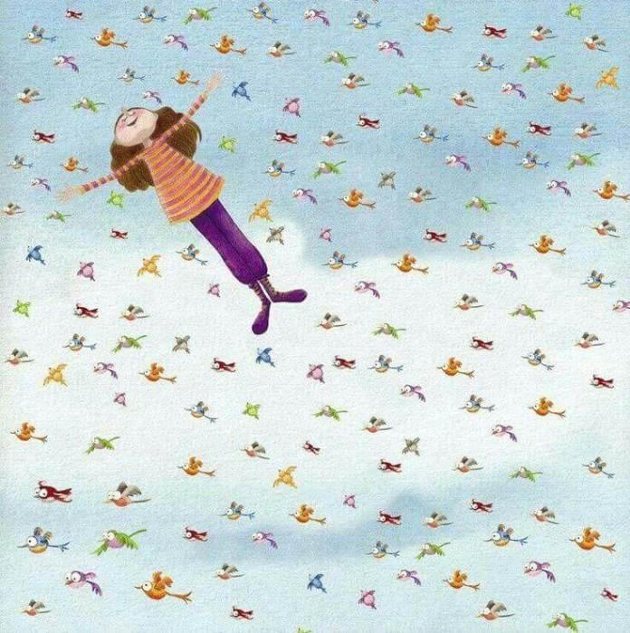 bambina felice che vola in mezzo a tanti uccellini colorati