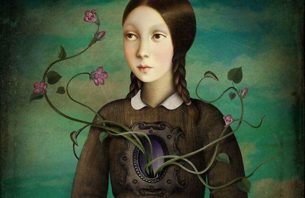 mujer con flores saliendo en el pecho