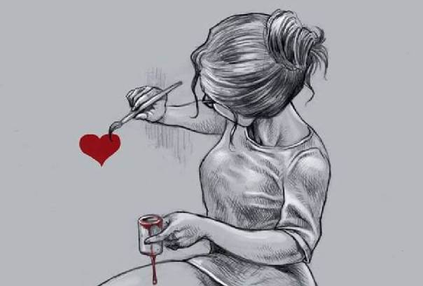 Mujer pintando un corazón