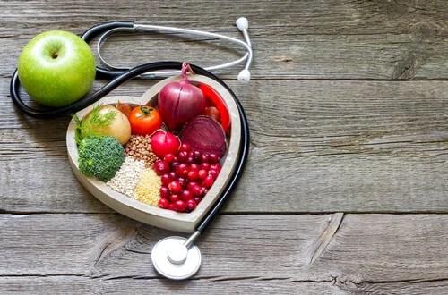 Alimentos sanos en forma de corazón