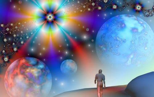 persona caminando en el universo de la mente cuántica