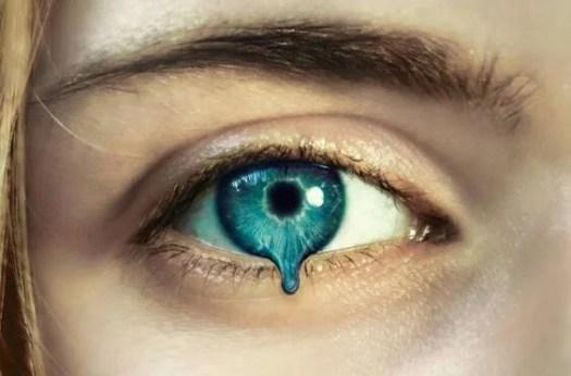 Rostro con ojo que se derrite