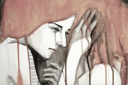 Mujer triste pensando en el sacrificio en el amor
