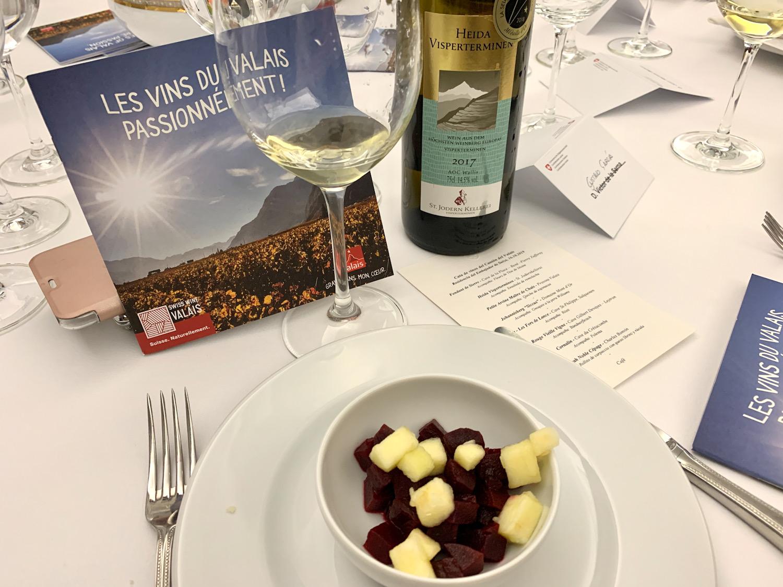 mesa-habla-vinos-de-suiza