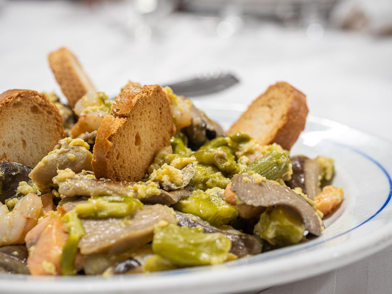 restaurante-segoviano-madrid-mesa-habla-revuelto-setas