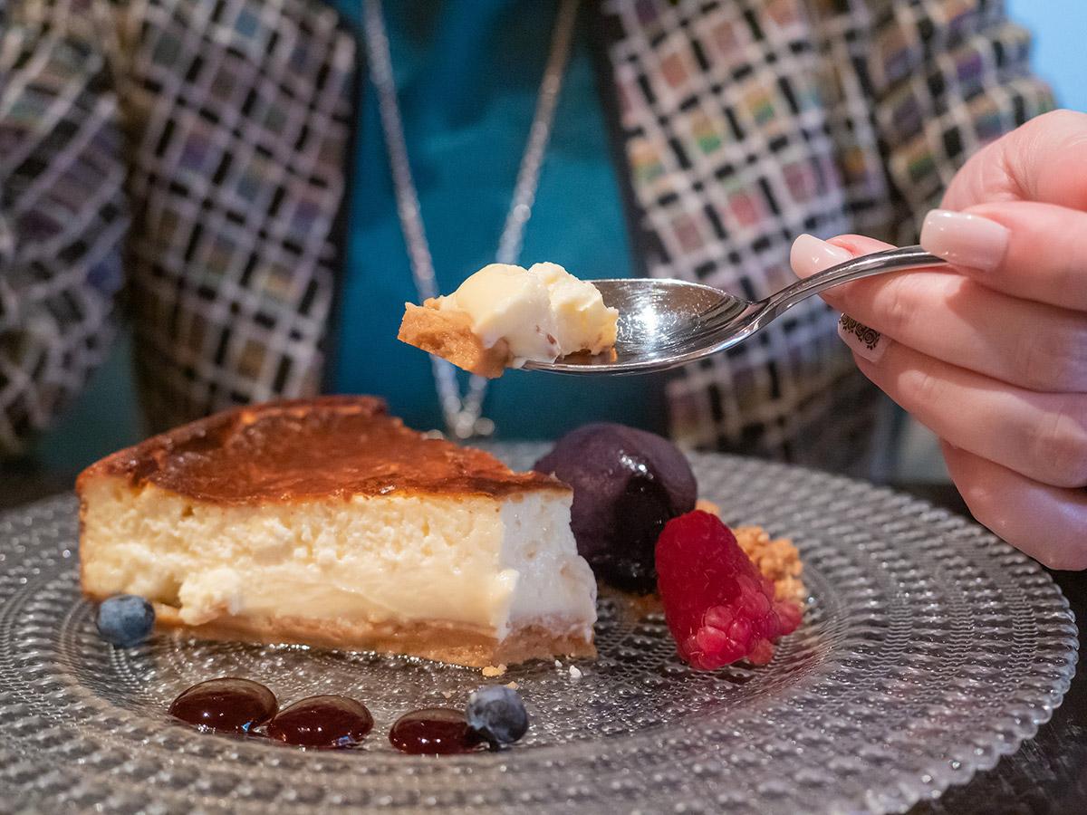restaurante-dogma-madrid-mesa-habla-tarta-queso