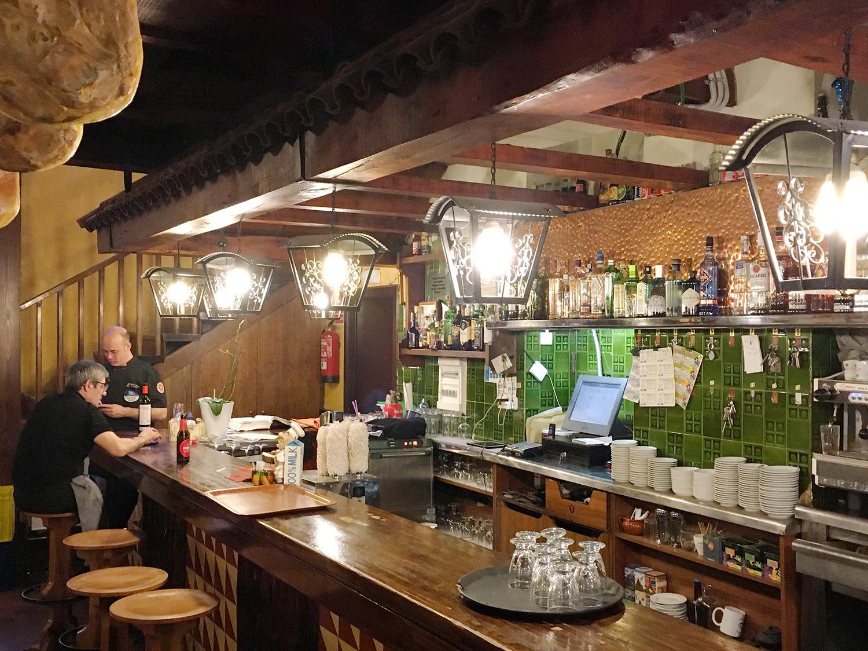barra-meson-asador-abuelo-igualada-barcelona-mesa-habla