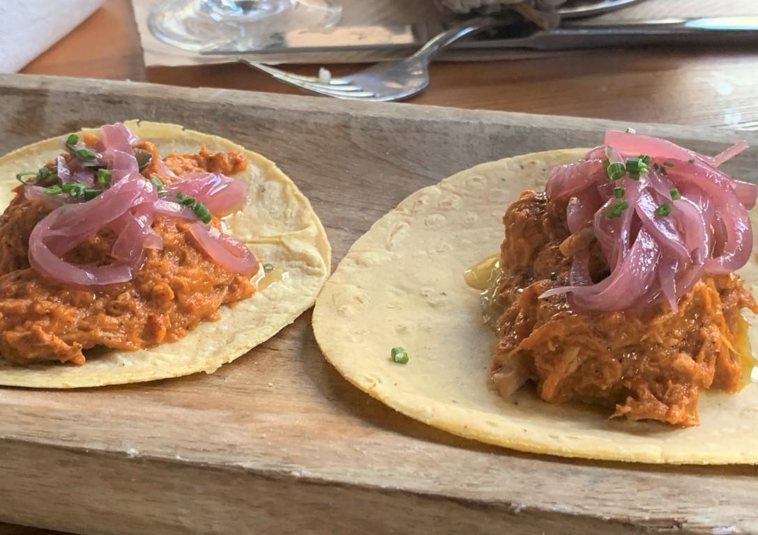 mesa-habla-andele-ponzano-tacos-cochinita-pibil