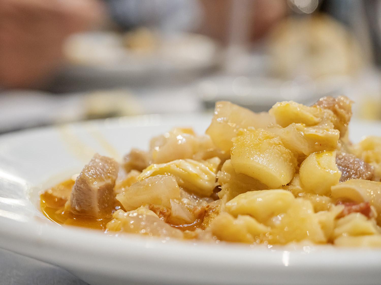mesa-habla-restaurante-neru-callos-asturianos 4