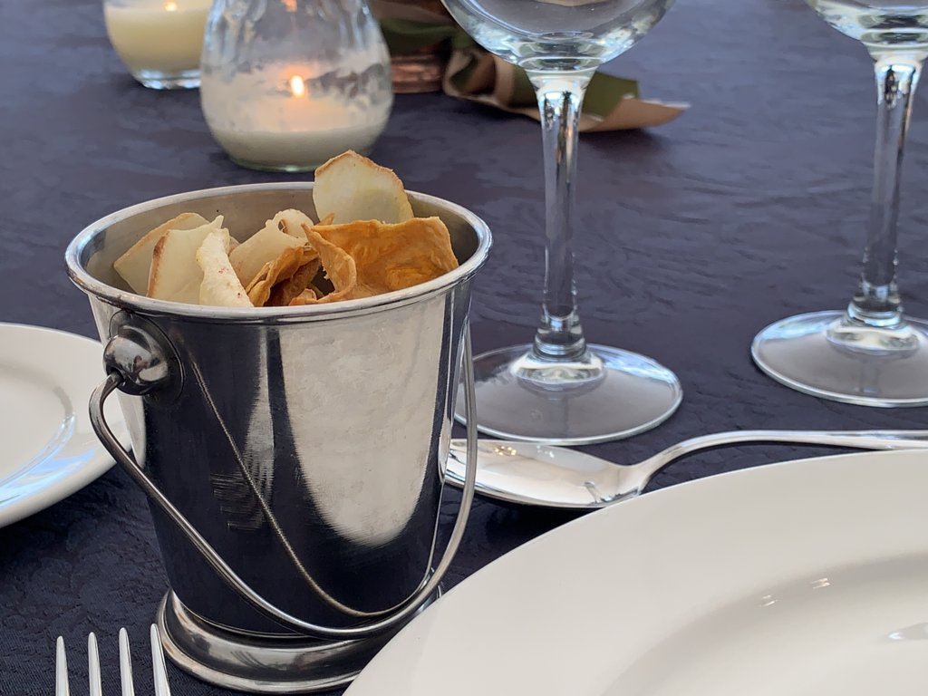 mesa-habla-hotel-palacete-ochava-chips-vegetales
