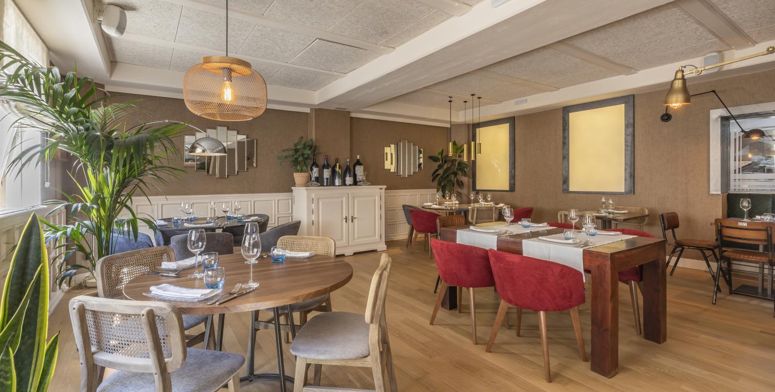mesa-habla-restaurante-zaga-comedor 1
