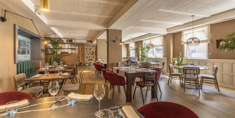 mesa-habla-restaurante-zaga-comedor