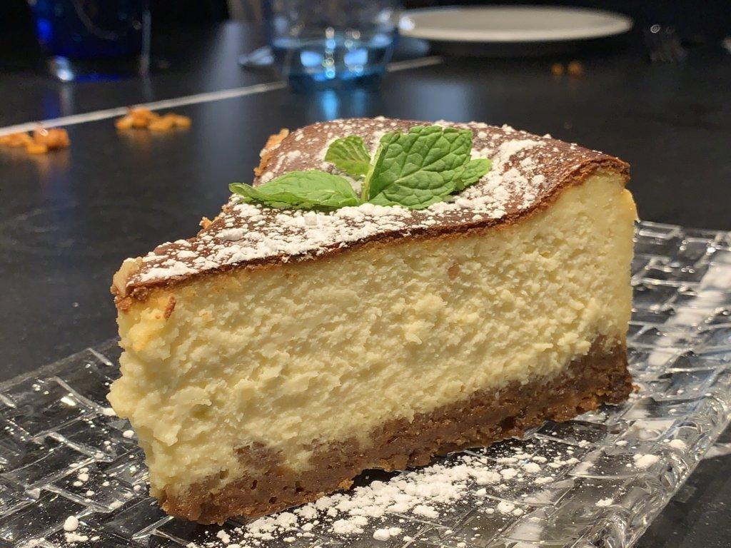 mesa-habla-restaurante-zaga-tarta-queso