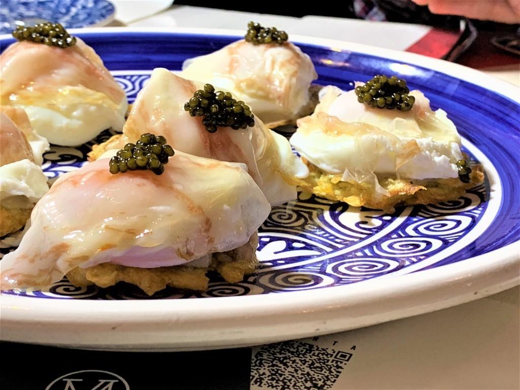 mesa-habla-restaurante-nena-huevos-poche-caviar