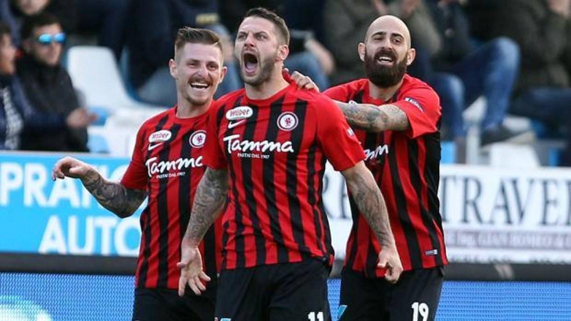 Calcio: Vince il Foggia e l'Audace Cerignola in D. Pareggio in Lega Pro per Bisceglie e Siracusa.