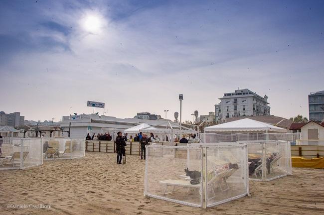 Matrimonio Sulla Spiaggia Emilia Romagna : Rimini nozze in spiaggia al via i lavori per la u ccasa dei