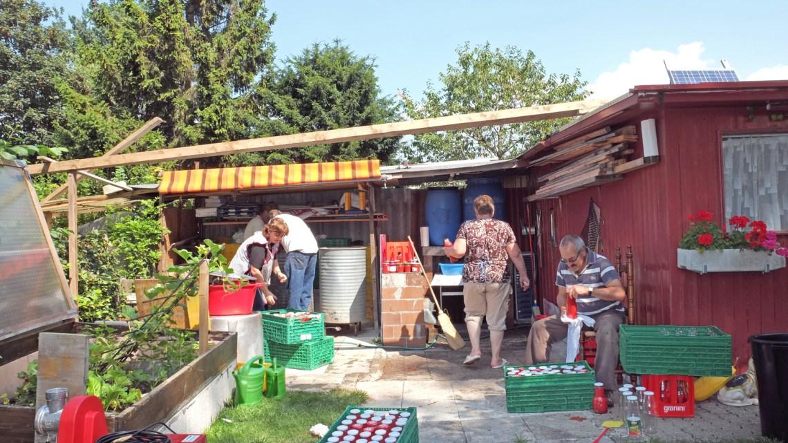La salsa di pomodoro fatta in casa: una tradizione made in Puglia che resiste ancora