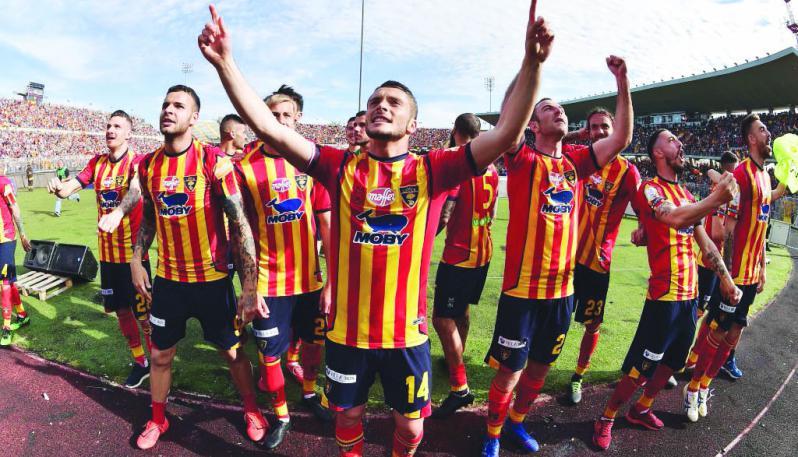 Calcio maschile: Il Lecce concede un solo goal alla Roma. Il derby Cerignola/ Foggia si tinge di rossonero in serie D.