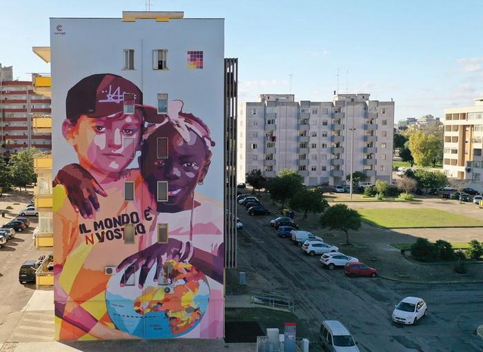 """""""Il mondo è nostro"""" : A Lecce nasce un nuovo murales contro il razzismo"""