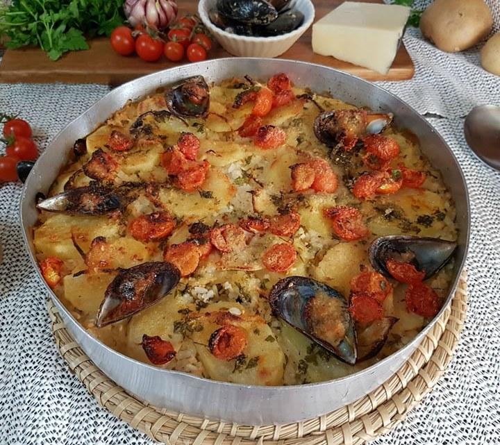 Tiella di Patate, Riso e Cozze: la ricetta pugliese che ha conquistato il mondo