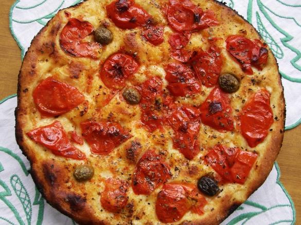 Focaccia Barese: la ricetta che sa di Puglia in ogni momento della giornata