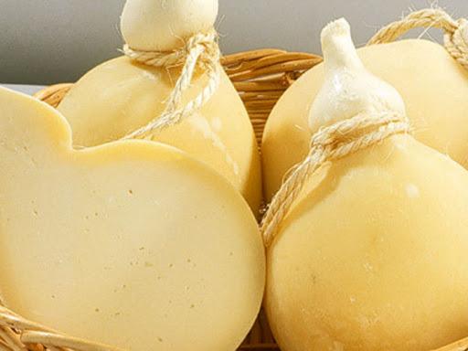 Il caciocavallo pugliese: il formaggio tipico della tradizione contadina
