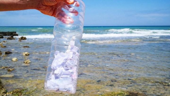 Poesia in mare: a Mola di Bari trovata una bottiglia con pensieri scritti durante la quarantena