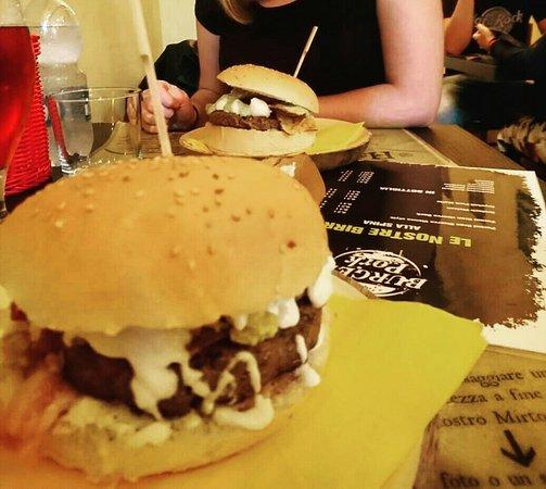 A Bari BurgerPork offre hamburger per chi vive in strada