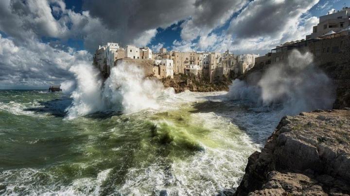 """Wiki Loves Monuments 2020: Puglia al primo posto del concorso fotografico con """"Mareggiata Polignano"""""""