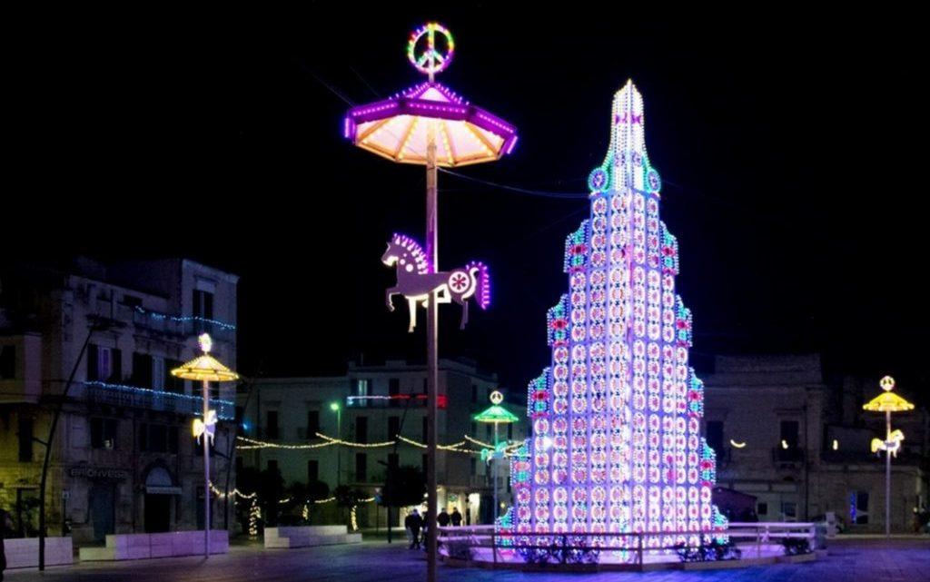 L'albero di Natale di Ruvo di Puglia è uno dei più belli al mondo: lo dice la rivista Forbes