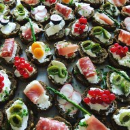 Catering lunch hapjes wijchen lunches ontbijt