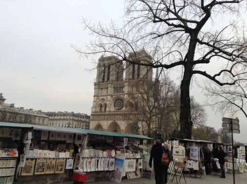 Bouquiniste Notre-Dame quai de Montebello