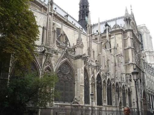 Notre-Dame de Paris laterale 1