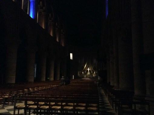 Notre-Dame navata notte