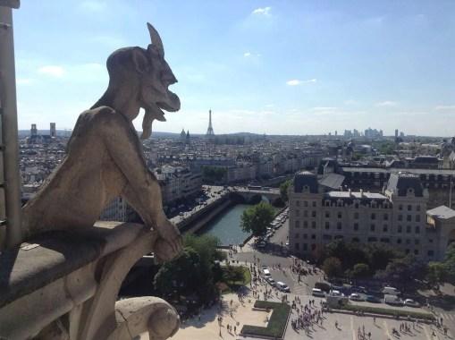 gargouille Notre Dame guarda Paris