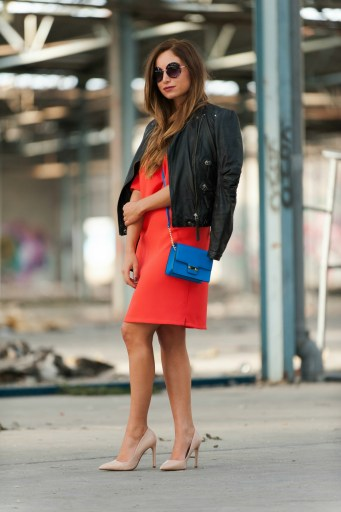 robe fluide corail perfecto en cuir noir stiletto nude look chic et rock