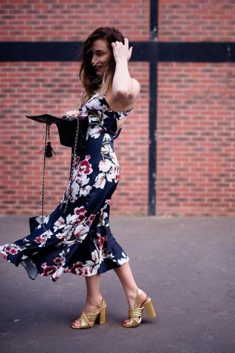 robe asymétrique volanté zara à motif fleuri bis