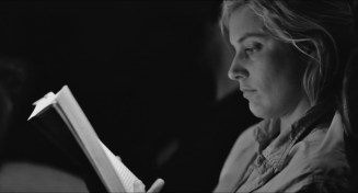 Frances.Ha.2012.LIMITED.720p.BRRip.XviD.AC3-RARBG.avi_snapshot_00.53.43_[2016.04.21_22.48.08]
