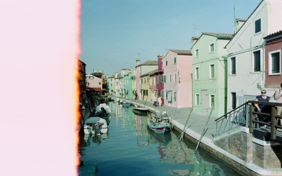 daniel battiston blogs photography film photography minolta srt101 srt 101 analogue  film not dead 35 mm 35mm 135 argentic argentique film 35 mm 35mm fuji fujifilm eterna cinema film burano veneto venice italy europe river cannal color houses coloured light blue green boats first of the roll